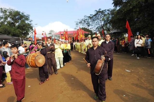 Các nghi lễ trong lễ hội được phục dựng đầy đủ nên được thực hiện một cách nghiêm trang và thành kính.