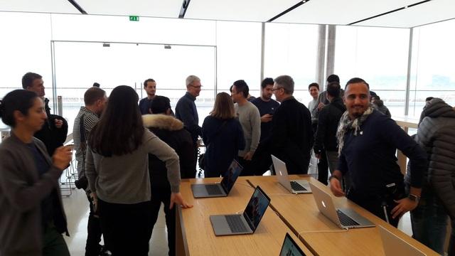 Tim Cook bí mật tới thăm Apple Store ở Pháp - 4