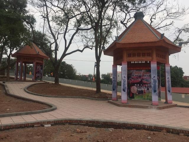 Các chòi hát quan họ ở trung tâm đồi Lim vừa được hoàn thiện.