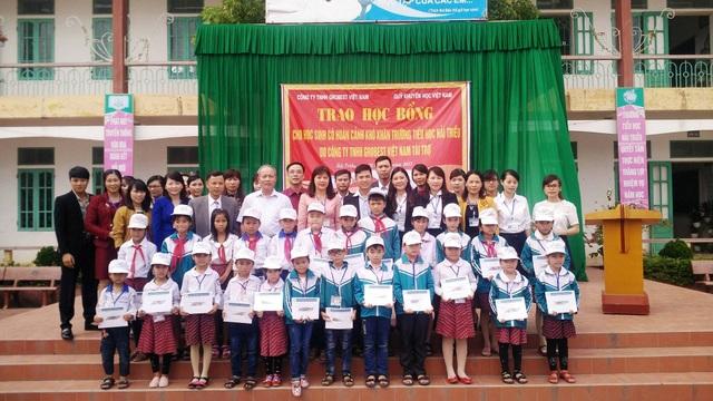 Lễ trao học bổng tại trường Tiểu học Hải Triều, huyện Hải Hậu, Nam Định.
