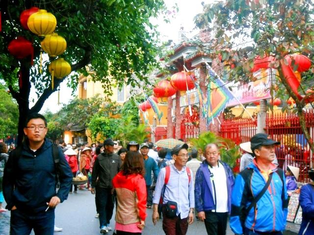 Phố cổ Hội An thu hút đông đảo du khách trong và ngoài nước