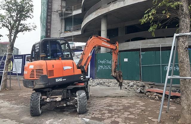 Quận Đống Đa tăng cường thêm 2 máy xúc phá dỡ hàng loạt công trình lấn chiếm vỉa hè đường Tây Sơn, Nguyễn Lương Bằng, Tôn Đức Thắng