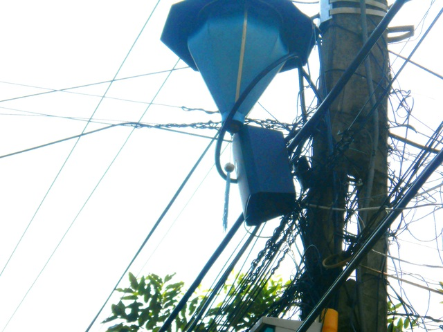 Loa thùng điện tử trong phố cổ vừa được trang bị