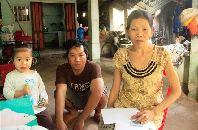 Bà Nương bị bệnh tim hơn 10 năm nay nhưng gia đình nghèo không có tiền mổ, người con trai cả là trụ cột gia đình thì lại bị thần kinh phân liệt