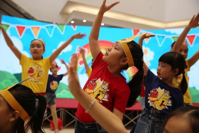 Ca khúc Tương lai xanh được thể hiện bởi các bé thiếu nhi câu lạc bộ Moonmin.