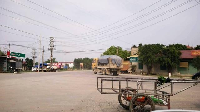 """Ninh Bình: """"Tập đoàn"""" xe quá tải tung hoành, tỉnh lộ """"gồng mình"""" chống đỡ! - 4"""