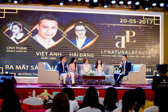 Diễn viên Việt Anh, giám đốc Nhật Linh cùng hai nhà phân phối Thảo Anh, Minh Trang giao lưu cùng khách mời