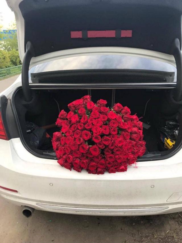 Hàng trăm đoá hoa hồng