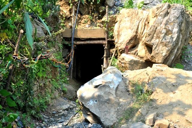 Vụ ngạt khí ở hầm vàng khai thác trái phép ngày 12/4/2016 tại thôn Dung, thị trấn Thạnh Mỹ, huyện Nam Giang khiến 4 người tử vong