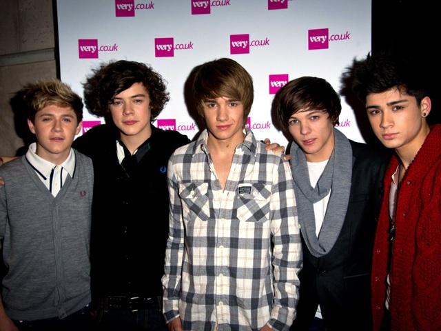 """Thuở còn là một nhóm, các thành viên One Direction yêu cầu trong phòng thay đồ của họ phải có một bàn chơi bóng bàn, một bàn chơi """"game"""" bắn đạn và thêm một trò giải trí nào đó do người điều hành tour tự lựa chọn."""