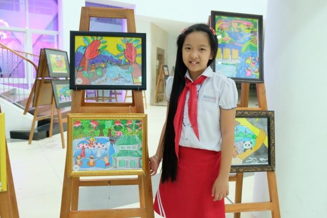 HS Phan Gia Linh (lớp 4/13, Trường Tiểu học Phù Đổng) với bức tranh đoạt giải Cuộc thi