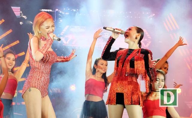Biểu tượng sexy Tóc Tiên và nữ ca sĩ Đường cong Thu Minh lần đầu song ca trên sân khấu