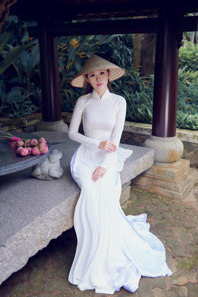 Người đẹp Hoa hậu Hoàn vũ Thanh Trang khoe vẻ mềm mại, tinh khôi với áo dài - 8