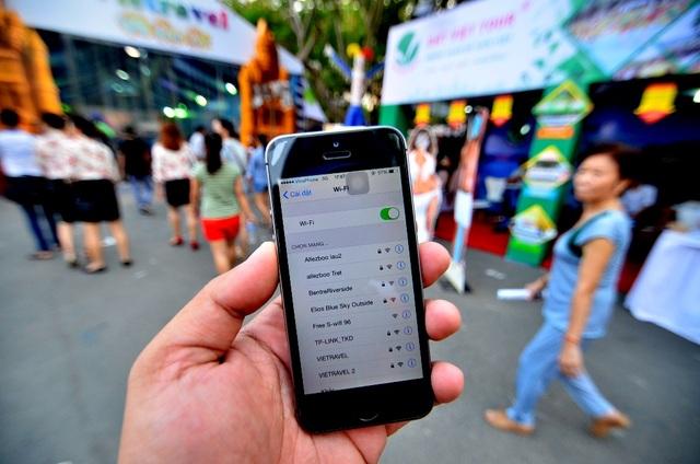 Theo thống kê từ CIMIGO, có đến 9 trên 10 người dùng thành thị truy cập internet bằng điện thoại di động.