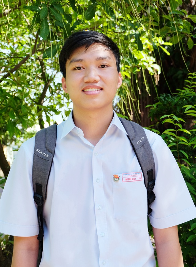 Đào Ngọc Minh Huy - HS lớp 12A2 THPT chuyên Lê Quý Đôn (Đà Nẵng) đạt 30 điểm tuyệt đối khối B