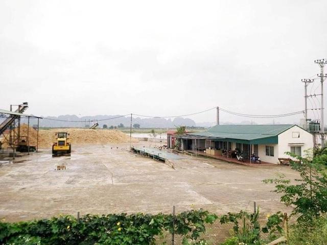 Xưởng chế biến dăm gỗ hoạt động không phép, vi phạm Luật Đê điều và Phòng chống thiên tại bên sông Hoàng Long, xã Gia Phú, Gia Viễn (Ninh Bình).