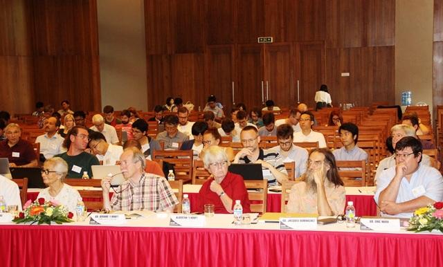 Giáo sư Gerardt Hooft - giải Nobel Vật lý năm 1999 cùng trên 70 nhà khoa học quốc tế dự hội thảo khoa học về chủ đề: Khám phá vũ trụ tối.