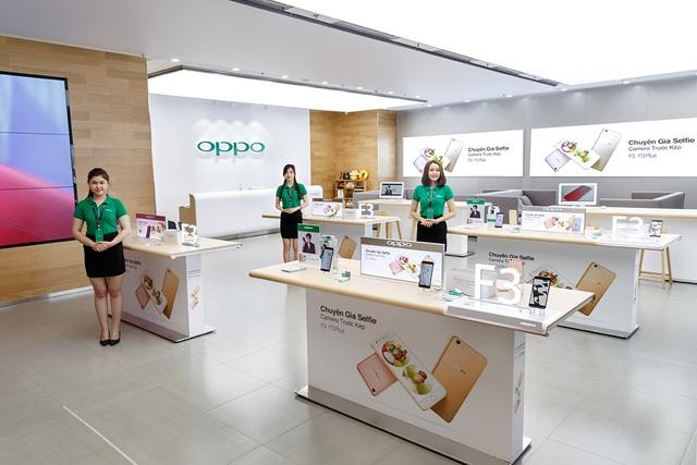 Sáng nay, Oppo đã chính thức khai trương brand shop cao cấp đầu tiên tại Việt Nam, đặt tại trung tâm thương mại Crescent Mall (Phú Mỹ Hưng). Thông qua đây, Oppo sẽ nâng cấp trải nghiệm dịch vụ cao cấp cho người dùng smartphone Oppo.