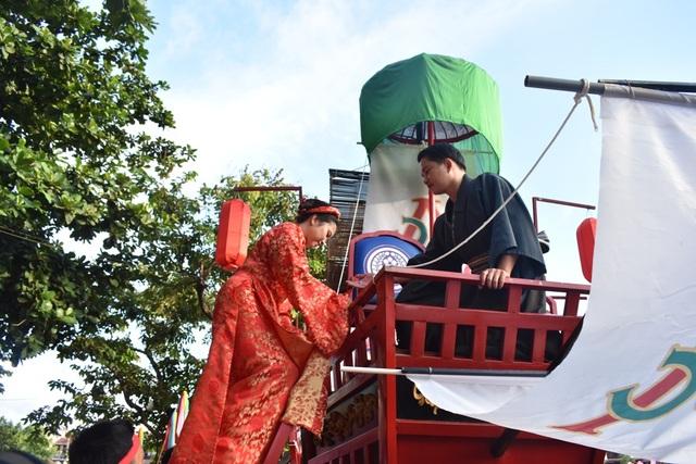 Tàu rước Công nữ Ngọc Hoa về nhà chồng