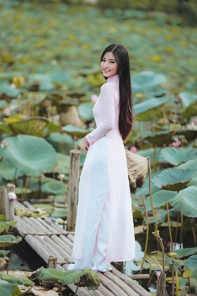 """Khoảnh khắc nữ sinh Sài Gòn trong tà áo dài """"đốn tim"""" dân mạng - 9"""