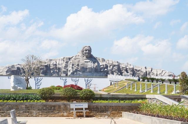 Quần thể Tượng đài Mẹ Việt Nam Anh hùng