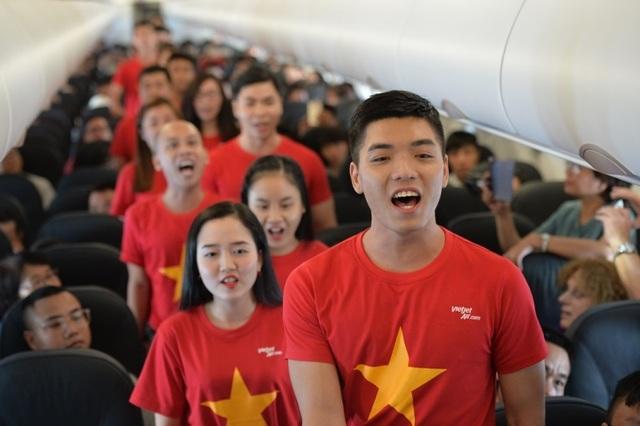 """Gần 200 hành khách Vietjet cùng hát """"Nối vòng tay lớn"""" mừng quốc khánh 2/9 - 3"""