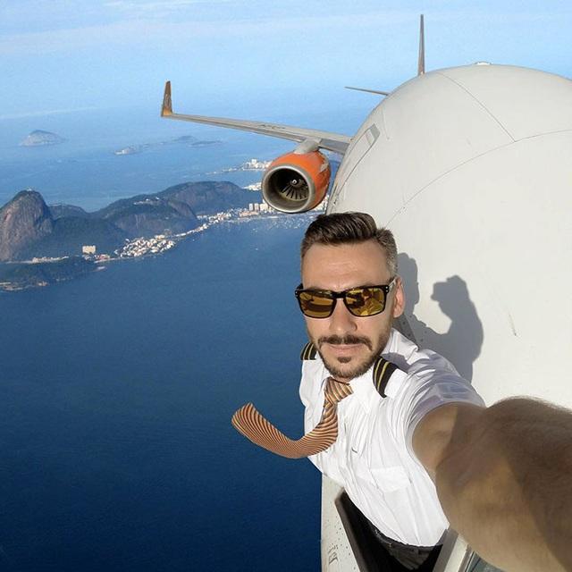 Một trong những tấm ảnh gây sốc của Daniel Centeno khi chụp trong điều kiện đang trên không trung.