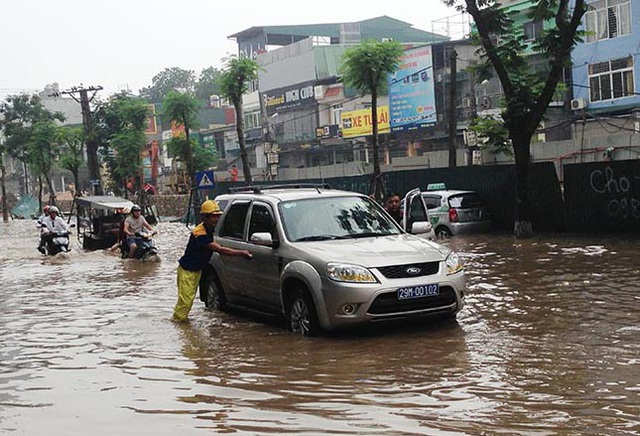 10 điều cần nhớ khi lái xe trong thời tiết mưa bão - 2