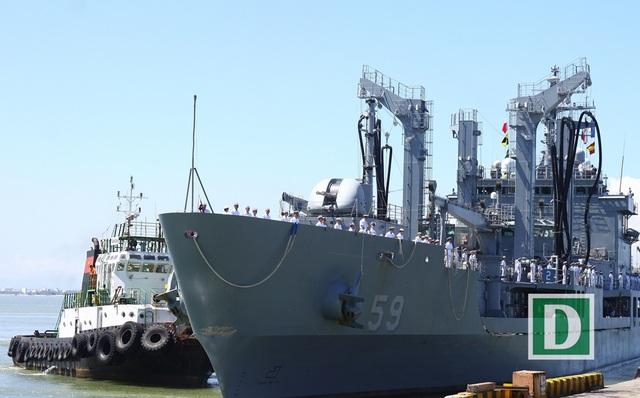 Tàu hậu cần Roks Hwacheon (AOE-59)