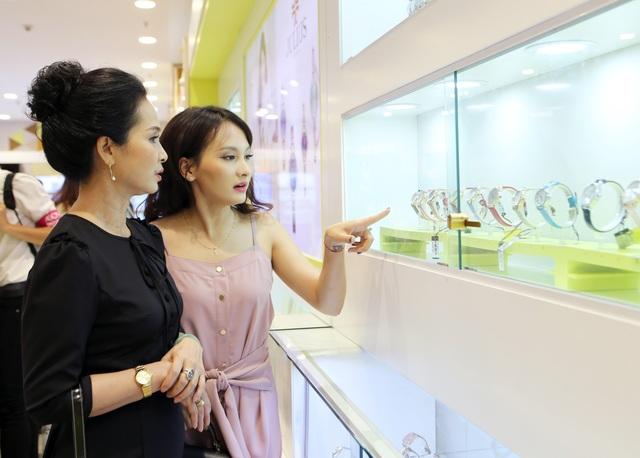 """Xem Bảo Thanh và """"mẹ chồng"""" chọn quà gì cho dịp mua sắm cùng nhau - 5"""
