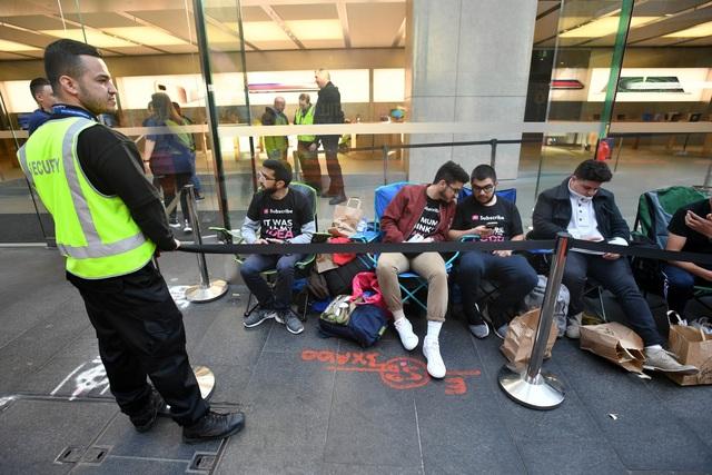 Lượng người xếp hàng chờ mua iPhone đã giảm đi một cách rõ rệt.