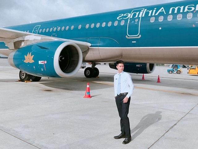 Tiết lộ về chàng tiếp viên hàng không điển trai gây sốt mạng - 2