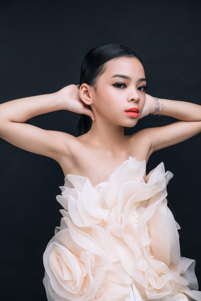 Dù mới 9 tuổi nhưng Nguyễn Phương Thảo - cô nàng được gọi là bản sao Hà Hồ đã có nhiều thành tích và kinh nghiệm trong làng mẫu nhí.