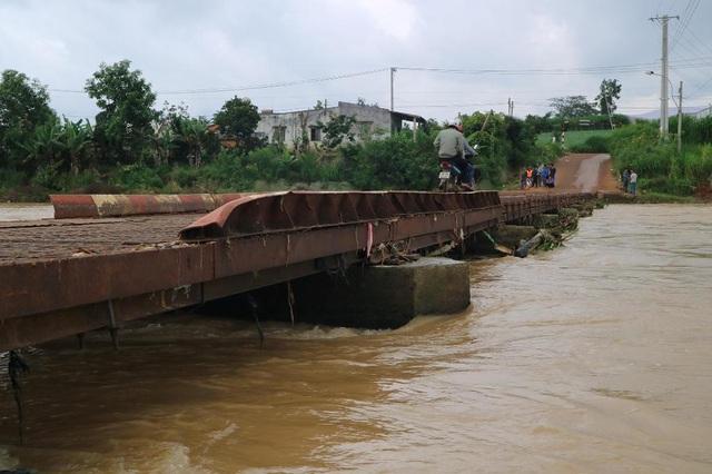 Cầu Ông Thiều đã xuống cấp nghiêm trọng, thanh chắn hai bên thành cầu hiện không còn và đã có nhiều vụ tai nạn thương tâm khi người dân đi qua cầu.