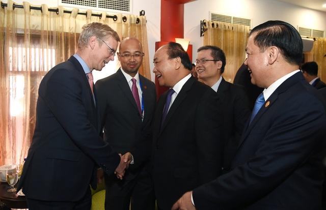 Thủ tướng gặp gỡ đại biểu các nước tham dự hội nghị