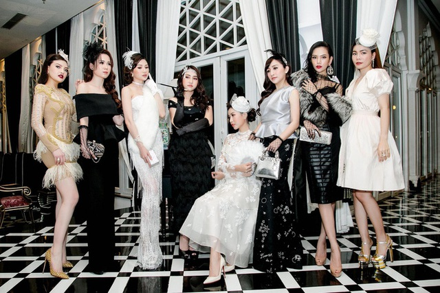 """Ba trong số 8 """"hot mom"""" này có tới hơn 200.000 người theo dõi. Đó là Đăng Thư, Lam Cúc, Phương Thảo. Cả ba phụ nữ trẻ này đều là những người có gu thời trang sành điệu, am hiểu ăn chơi và bàn hàng online."""
