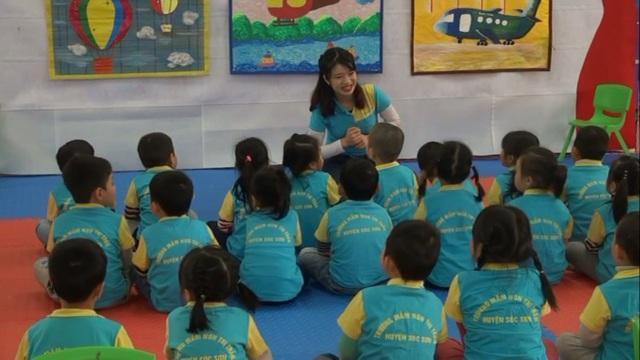 Hiện nay lương giáo viên chưa được trả theo đúng mức độ công việc, nhất là giáo viên tiểu học (ảnh minh họa)