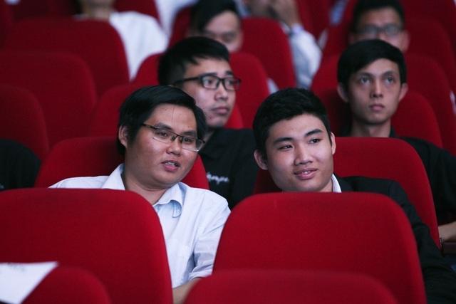 Các thí sinh cũng tham gia buổi tổng duyệt chương trình. Tất cả đều đang hồi hộp chờ kết quả sẽ được công bố trong vài giờ tới.  Riêng trong lĩnh vực CNTT, trong 12 năm qua, đã có hàng nghìn sản phẩm dự thi và hàng chục sản phẩm được tôn vinh mỗi năm. Nhân tài Đất Việt đã cho thấy tầm vóc của một giải thưởng lớn, là bệ phóng giúp nhiều startup vươn xa, thành công trong nước lẫn quốc tế.