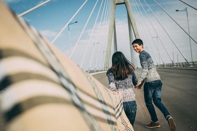 Dfu đã kết hôn nhưng cặp đôi vẫn có những khoảnh khắc tình yêu nhí nhảnh không kém những đôi bạn trẻ mới yêu.