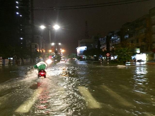 Đường Đống Đa luôn là con đường ngập đầu tiên khi mưa lớn kéo dài
