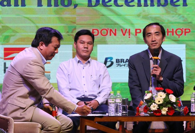 Ông Nguyễn Phương Lam - Phó giám đốc VCCI Cần Thơ (bên phải) đang nói về những cơ hội phát triển ngành thực phẩm ĐBSCL.