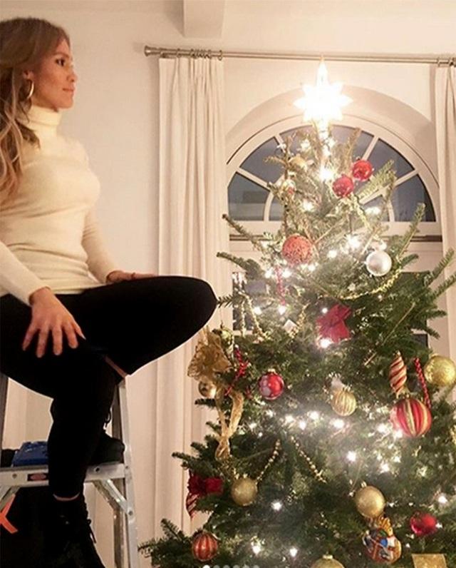 Jennifer Lopez và bạn trai Alex Rodriguez lần đầu đón Giáng sinh bên nhau