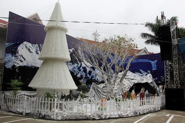 Hang đá tại nhà thờ Thánh Tâm (đường Phan Chu Trinh) đã được hoàn thiện