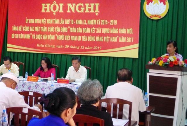 Tại Hội nghị tổng kết, bà Huỳnh Ái Lan - Chủ tịch Ủy ban MTTQ huyện Tân Hiệp đề nghị không chuyển cán bộ có khuyết điểm, bị kỷ luật về tổ chức Mặt trận Tổ quốc