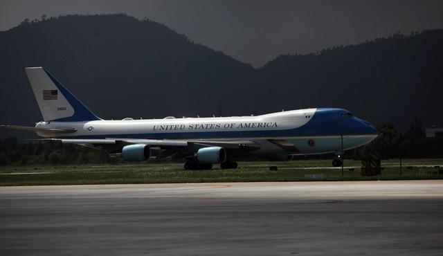 12h20, Không lực Một đáp xuống sân bay Đà Nẵng