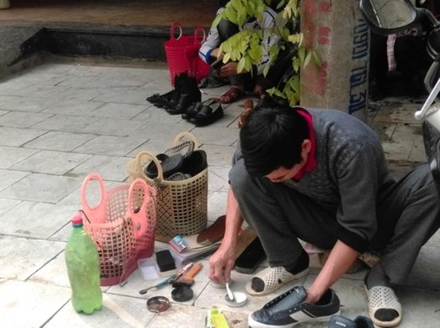 Nghề đánh giày cũng bội thu