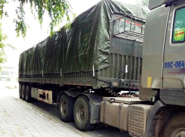 Phương tiện chở gỗ bị lực lượng chức năng bắt giữ