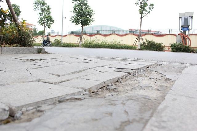 """Hà Nội: Đá lát """"bền vững 70 năm"""" vỡ nát sau hơn 1 năm sử dụng - 9"""