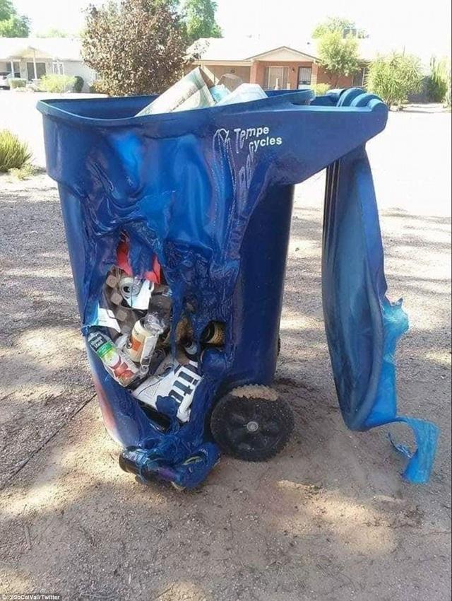 Chiếc thùng rác bằng nhựa đã bị biến dạng trong điều kiện nhiệt độ gần 50 độ C (Ảnh: Twitter)