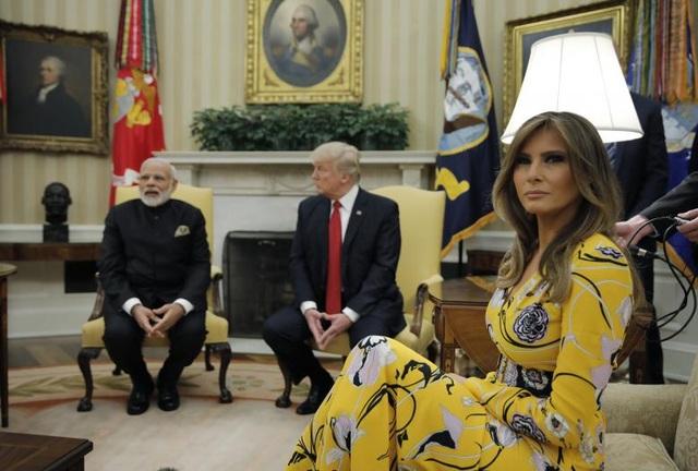 Về phía Tổng thống Trump, ông mong muốn Ấn Độ sẽ có những điều chỉnh nhằm giảm thâm hụt thương mại của Mỹ với Ấn Độ. Trong ảnh: Thủ tướng Modi gặp gỡ Tổng thống Trump và đệ nhất phu nhân Melania Trump tại phòng bầu dục. (Ảnh: Reuters)